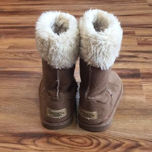 5c3d43f86f5 Girls ugg style fuzzy boots